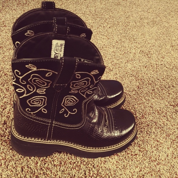 Ariat Shoes - 💥Ariat Fatbaby Black Boots💥